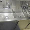 mobilier-avec-eviers-inoxydable-poli-brosse-laboratoire-industriel-medical-475x310